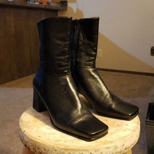 Classy retro Etienne Aigner leather ankle boots 7